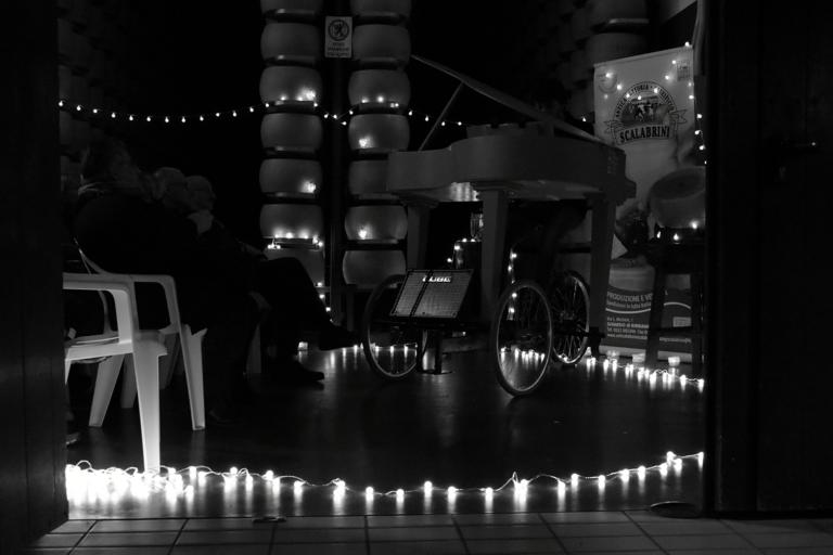 Concerto in sala di stagionatura del Parmigiano Reggiano